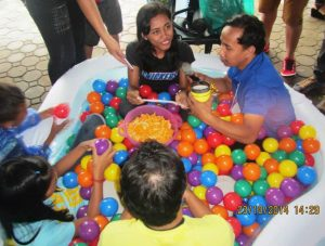 Chika Muna Ball Pit: Tacloban's youth easily overcame their shyness once discussions became emphatic and served as a lens to real issues that affected them. In a matter of minutes, a crowd had formed, excitedly waiting their turn at the ball pit.