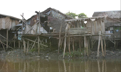 PROMOTING SLUM UPGRADING FRAMEWORKS FAVORABLE TO THE URBAN POOR (2002;204)